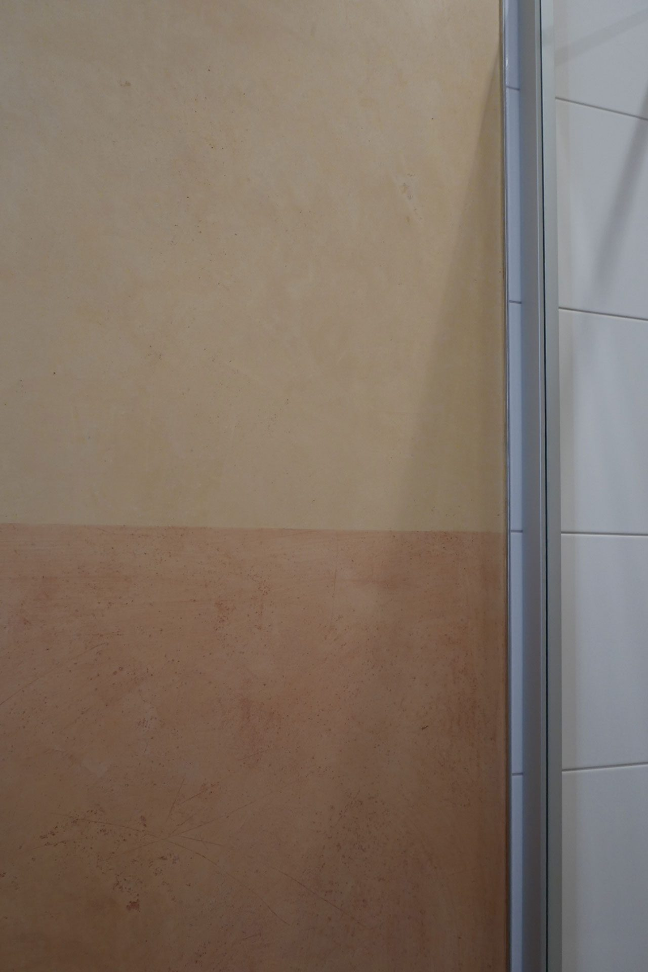 KalkManufaktur Premium Sumpfkalk Marmorputz Sockel farbig verseift